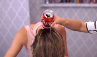 VIDEO: ¿Qué pasará si se lava el cabello con Coca-Cola?