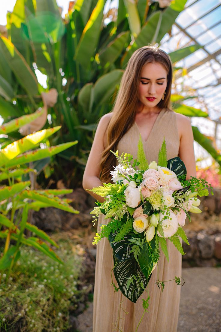 Lush David Austin garden roses, Clooney ranunculus, narcissus, amaryllis, ferns and foliages, from Florabundance Design days wedding workshop, taught by Kim Curtis. Photo by Amanda Dumouchelle