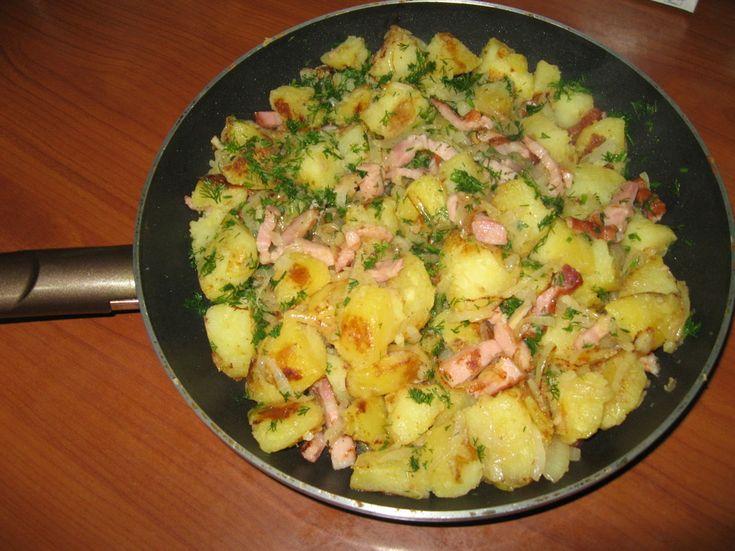 Reteta culinara Garnitura tigaie cu cartofi taranesti din categoria Aperitive / Garnituri. Specific Romania. Cum sa faci Garnitura tigaie cu cartofi taranesti