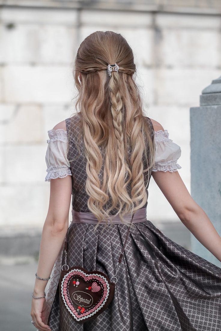 Wiesn Frisur Geflochtene Haare Locken Frisurgeflochtene Haare Locken Wiesn With Images Curled Hair With Braid Curled Hairstyles Hair Styles