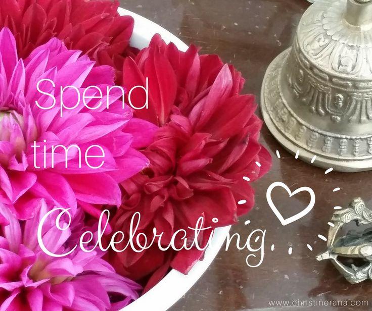 christinerana.com  Kleine Glücksmomente im Alltag zelebrieren : : Mit Achtsamkeit und Selbst-Wertschätzung die vielen kleinen und großen Glücksmomente und Erfolgserlebnisse im Alltag wahrnehmen und gebührend feiern!