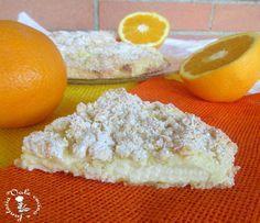 Sbriciolata con crema pasticcera all'arancia e ricotta. 1 uovo 250 gr di farina 1 bustina di lievito un pizzico di sale 80 gr di burro morbido 125 gr di zucchero Per la crema pasticcera all'arancia 2 tuorli 70 gr di maizena 120 ml di latte il succo di di un arancia la buccia grattata di un'arancia 125 gr di ricotta vaccina