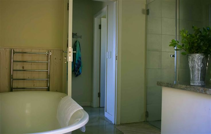 Self catering accommodation, Simon's Town, Cape Town   There's nothing like a hot bath after a long day. Pure relaxation!  http://www.capepointroute.co.za/moreinfoAccommodation.php?aID=582
