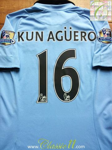 Relive Sergio Agüero's 2012/2013 Premier League season with this vintage Umbro Manchester City home football shirt.