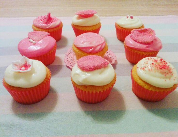 Rose Cupcakes with Cream Cheese-Rose-Frosting #ichbackealsobinich #bakemyday #lauraheartbake #rosecupcake #cupcakes
