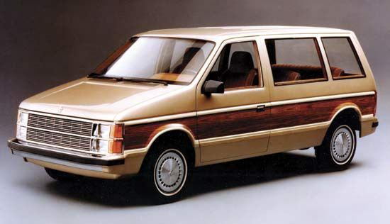 Old school Dodge Caravan, so appealing with its synthetic wood paneling on the outside. Used to dream about my parents buying one of these when I went through my mini-van fettish when I was little. Felt so out of place without it, lol!