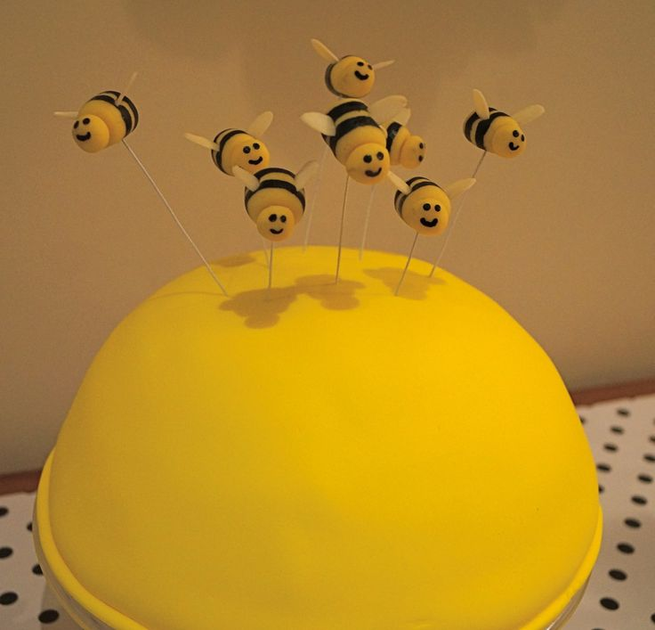 Beehive Cake Bumble Bee Marzipan Toppers Tutorial