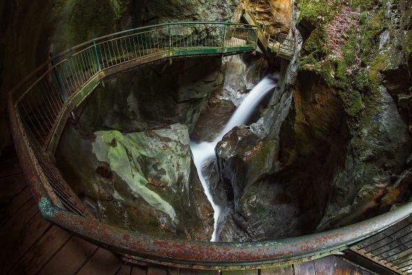 L'Orrido di Bellano, una gola naturale formatasi milioni di anni fa nel letto del Pioverna. Una vista che meraviglia e terrorizza