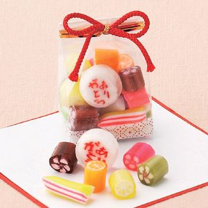 Japanese craftsman kneaded Arigato (thank you) characters and flower patterns in sweets.