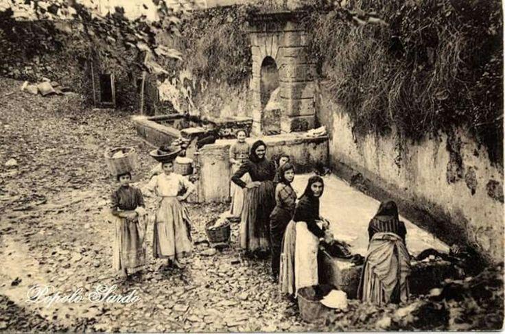 Donne al lavatoio pubblico. (Popolo sardo )
