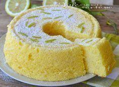 Chiffon cake al limone ricetta senza burro e olio , sofficissima e leggera, senza grassi aggiunti e profumatissima al limone, semplice, una nuvola soffice