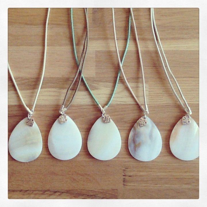 Lederen ketting zilver kleur met schelp