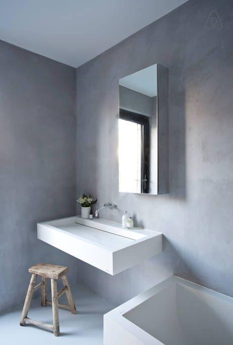 Master bathroom (1st floor) with tadelakt walls & Vola taps
