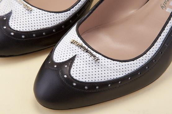 Real leather, real beauty. Discover Pakerson shoes. - Vera pelle, vera bellezza. Scopri le scarpe Pakerson. http://store.pakerson.it/high-heel-decolletes-27285-nero-bianco.html