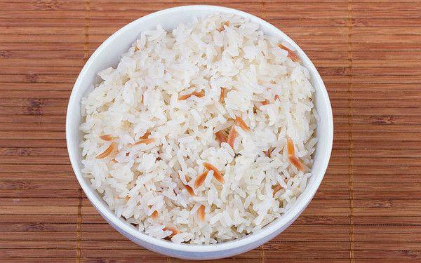 Tereyağlı Pilav Tarifi Birçok yemeğin vazgeçilmez eşi olan pilav sofralarımızın baş tacıdır. Tariflerine baktığımızda basit bir tarif gibi gelse de beceri isteyen bir lezzettir. Haydi gelin bu muhteşem tavuk sulu tereyağlı pilavı hazırlamaya geçelim.