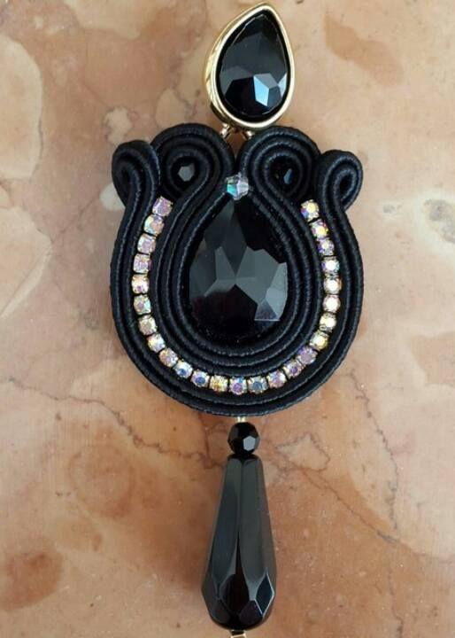 Orecchini neri in soutache! #orecchini #soutache #earrings #soutacheearrings #gaiaideas #totalblack #fattoamano