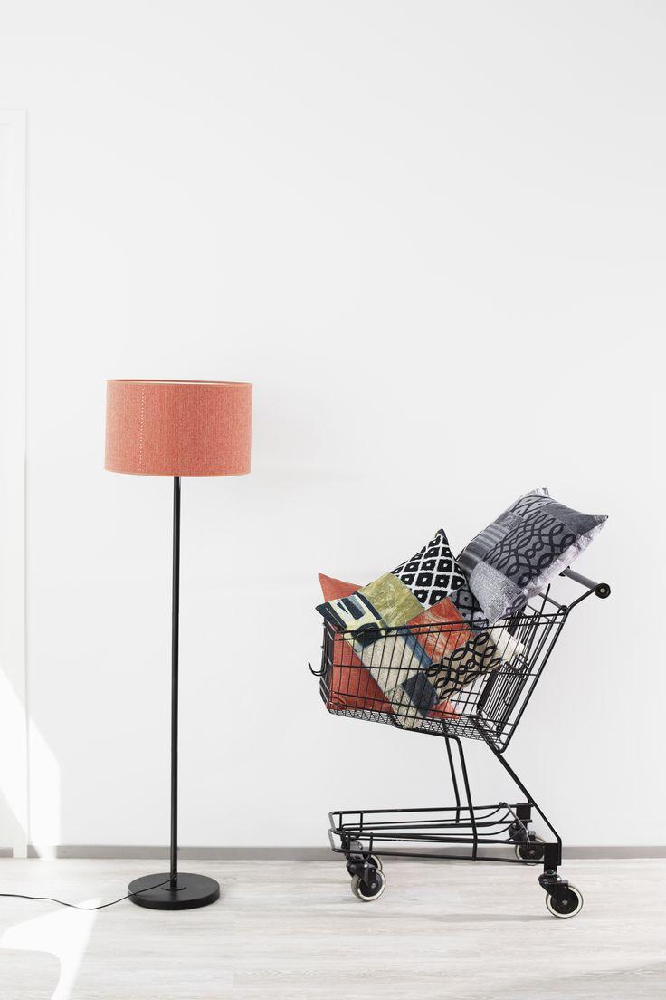 Leikkisyyttä ja väriä. Eihän aina tarvitse olla niin vakavaa? Joiku päivittää tilkkutäkkikuosin tähän päivään. Kaveriksi sopii esimerkiksi oranssi Isabella. Joiku-kuosi kahdessa värissä tyynyissä sekä raheissa. www.lennol.fi #habitare2016 #design #sisustus #messut #helsinki #messukeskus
