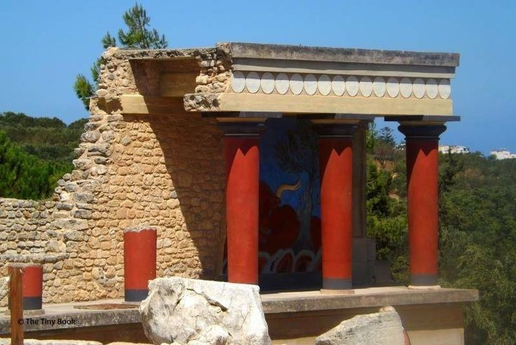 Fresco, Palace of Knossos. What to do in Heraklion with children.