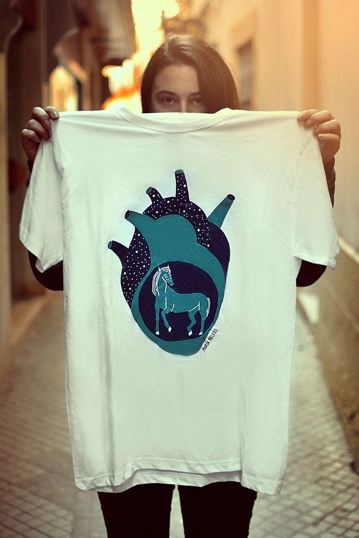 Nuevas camisetas! Si quieres hacerte con una escríbeme a contacto@mariamelero.com (Fotos por Neil Amstrong y Tatiana Milkovich)