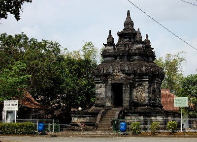 Candi Pawon (English: Pawon Temple) is a Buddhist temple in Magelang, Central Java - Indonesia. It is located between two other Buddhist temples, Borobudur to the northeast and Mendut to the southwest, and was built between the 8th-9th century.