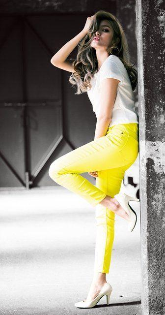 マギー、下着姿で美くびれ&腹筋披露! スタッフ「完璧なスタイル」と太鼓判 | エンタメ | マイナビニュース