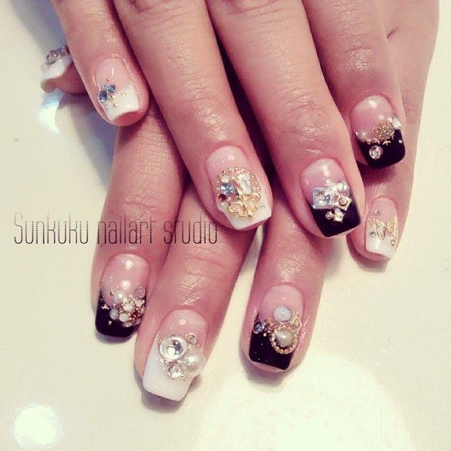 Sunkuku_nailart_studio#sunkuku #sunnykim #nailart #gelnail #glitter #ネイルアート#frenchnail#hongdae#stone_art#nailswag#swag#beauty#nail_design#홍대#젤네일#네일아트#black&white#butterfly#beauty#style#weddingnail (at sunkuku nailart studio)