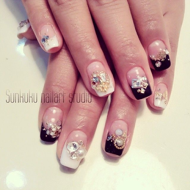 Sunkuku_nailart_studio#sunkuku #sunnykim #nailart #gelnail #glitter #ネイルアート#frenchnail#hongdae#stone_art#nailswag#swag#beauty#nail_design#홍대#젤네일#네일아트#black&white#butterfly#beauty#style#weddingnail (at sunkuku nailart studio)