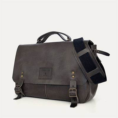AIRE MESSENGER - size 1 - Graphite // 100% Portuguese vegetable tanned leather.