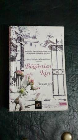BÖĞÜRTLEN KIŞI Kitabın Yazarı: Sarah Jio  Çeviren:Duygu Parsadan Yayınevi:Arkadya Yayınları Kitap Türü:Roman  Yayınlandığı Yıl:2013 Sayfa Sayısı:360