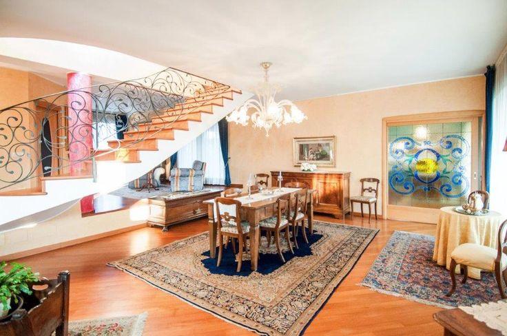 Villa singola con piscina in vendita a Trezzano Rosa Milano http://www.casaestyle.it/ville/ #ville #villeconpiscina #villeinvendita #villelusso #villepregio #villesingole