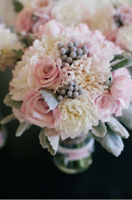 Gorgeous wedding bouquet. Pink winter wedding ideas. Unique winter wonderful wedding.