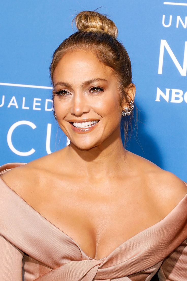 "Prepare to Be Amazed at Jennifer Lopez With ""No Hair, No Makeup, No Nothing"""