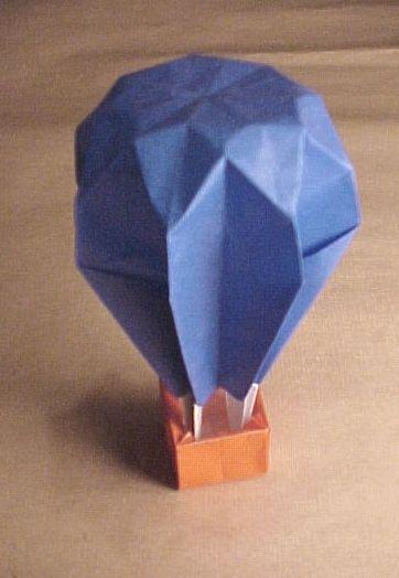 Awesome Origami Balloon - http://www.ikuzoorigami.com/awesome-origami-balloon/