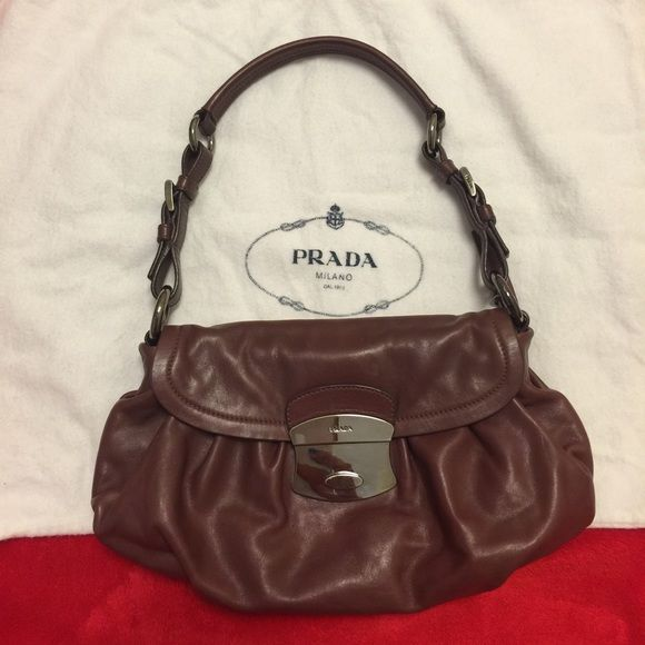 Authentic Prada purse. Final price🎉 Used in great condition. Only very tiny scratches on the hardware Prada Bags
