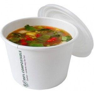 soup in simpel moie witte kartonnen bekertjes, met houten lepeltjes