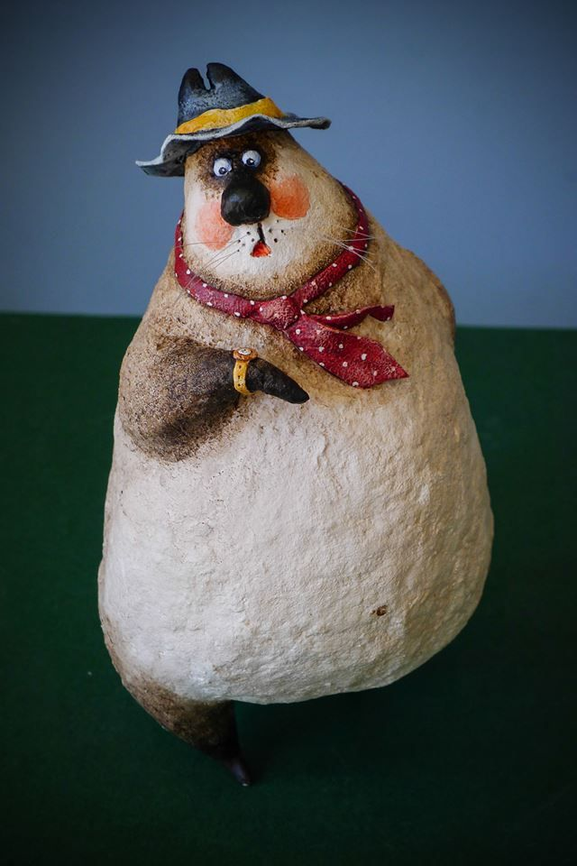 Oh, she's late again 18 cm, papier mache, modelling clay