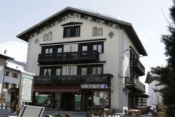 Get the Best Rates at  http://www.lowestroomrates.com/avail/hotels/Italy/Livigno/Zodiac-House.html?m=p    Located in Livigno (Valtelline Valley), Zodiac House is minutes from Mottolino Gondola and Livigno - Tagliede Gondola. This hotel is within close proximity of Teola Pianoni Bassi Ski Lift and San Rocco Ski Lift.  #ZodiacHouse #Livigno #SkiResortsItaly