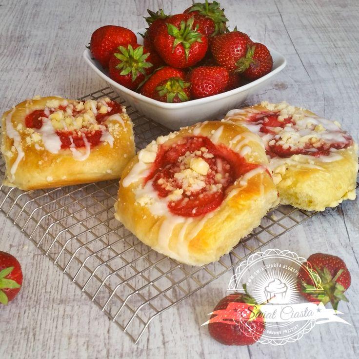 Drożdżówki z truskawkami | Świat Ciasta