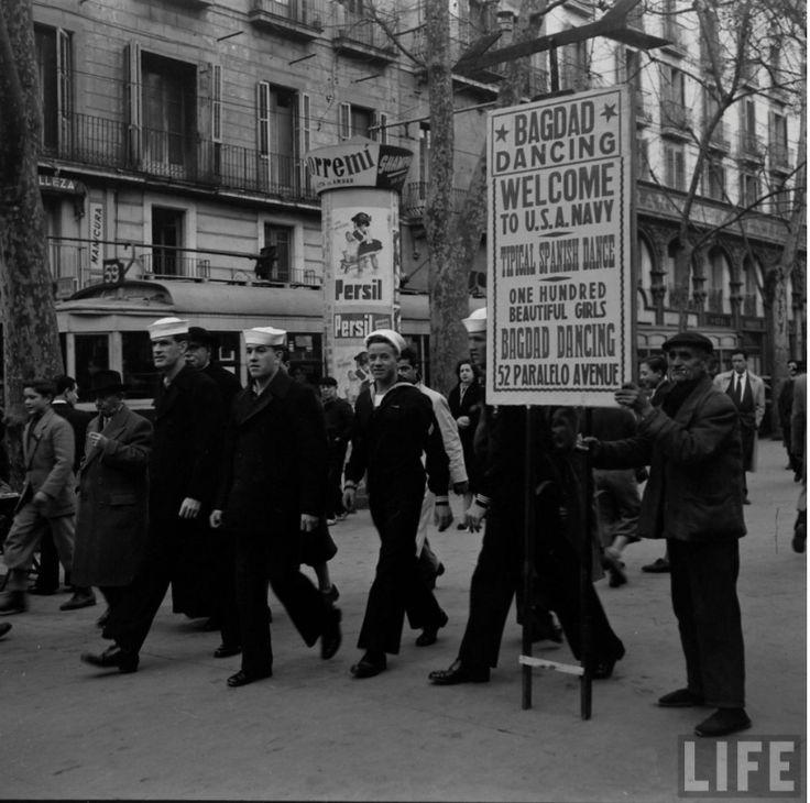Sisena flota a Barcelona. A les Rambles.Foto de N R Farbman. Gener de 1952. LIFE.