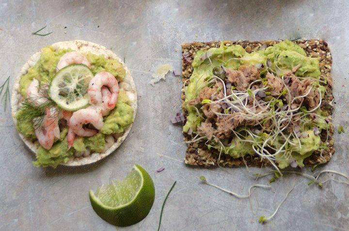 Brødskive med avocado, reker, lime og dill (eller chili?)