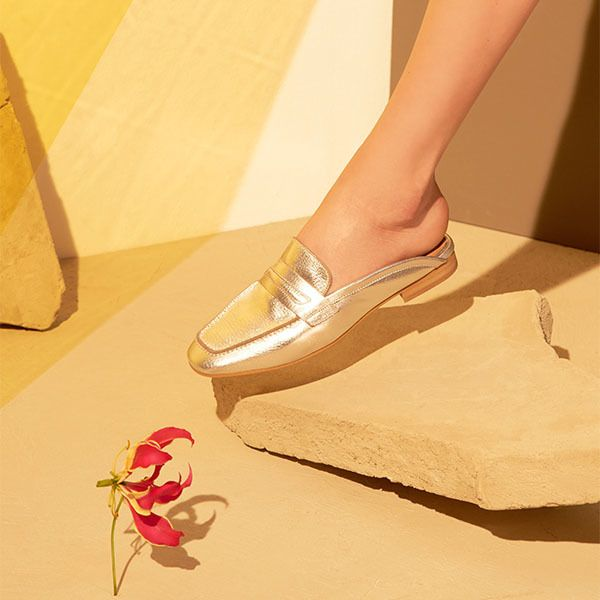 Add an edge to mules for a totally-now look in this chic leather pair. Featuring a closed-toe finished on a low block heel. They are perfect to team with denim for an everyday casual-cool. #Topshop