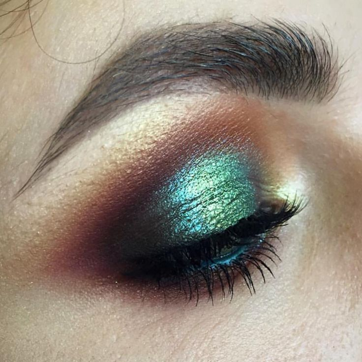 Makeup of the day pick goes to @tominamakeup.  Stunning.  Get this look with Sheer Miracle Pure Mineral Eye Shadow in Forest, Dirty Plum, Beige and Glow. Eyeshadow tutorial. xo-Jane