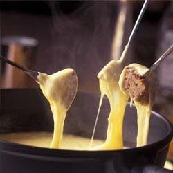 FONDUTA VALDOSTANA ~ Regione: Val D'Aosta ~ Categoria: Secondi ~ Ingredienti: Fontina, Latte, Burro, Farina, Tuorli di uova, Pepe bianco,Tartufo. ~ Preparazione: https://www.facebook.com/photo.php?fbid=218770451646117&set=a.210358612487301.1073741828.210336982489464&type=1&theater