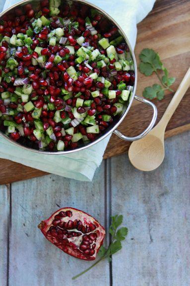 Ik ben dol op granaatappels. Ik vind het zo'n mooie vrucht! Opengesneden weliswaar… De rode pitjes in een gerecht zijn niet alleen een lust voor het oog, met hun zoet-zure smaak geven z…