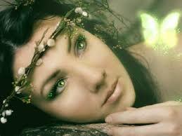 Bildergebnis für mädchen mit grünen augen und braunen haaren