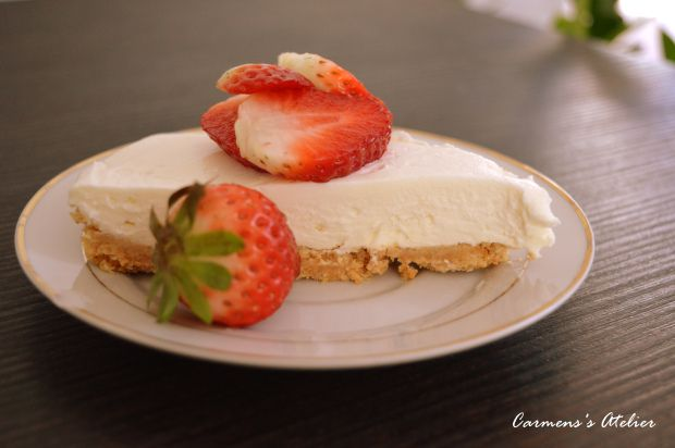 No bake tart with white chocolate and mascarpone cream.   http://carmenatelier.org/2015/04/05/tarta-cu-crema-mascarpone-si-ciocolata-alba-no-bake/
