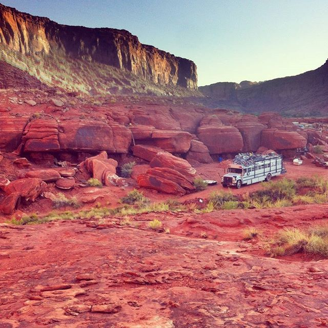 Last year in Moab, camping on private land. We took 3 weeks on our return trip from Burning Man to Chicago and did DJ shows on the bus's flame-shooting roof deck at three events around the state of #Utah. #Cobrabus #busliving #busconversion #skoolie #skoolieliving #tinyhome #homeiswhereyouparkit #lifeofadventure #moab