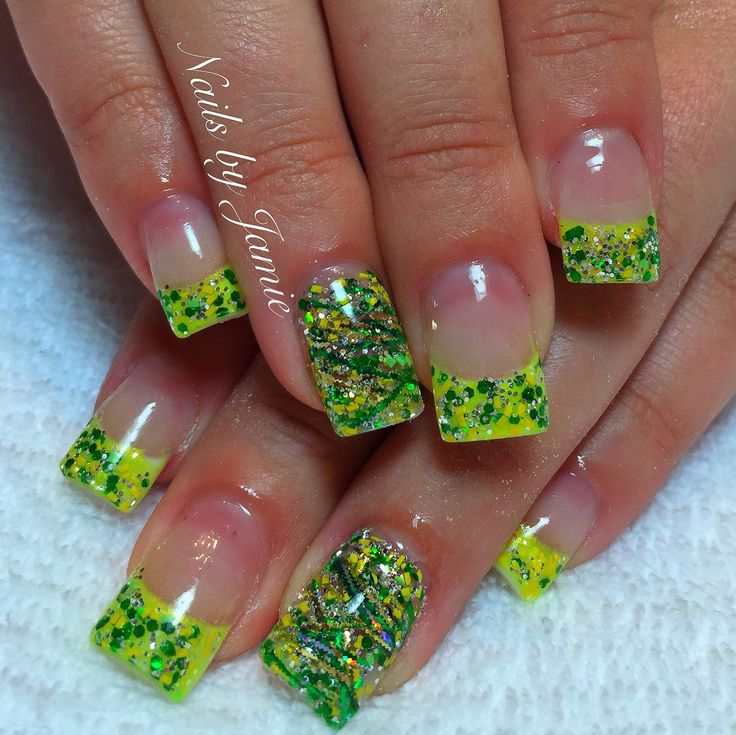 Oregon Ducks Nails by Jamie Duffield at Polished Nail Lounge Eugene, Oregon #gameday ready!! #GoDucks #WinTheDay for appointments call 541-556-8337 or BOOK ONLINE! www.styleseat.com/jamieduffield