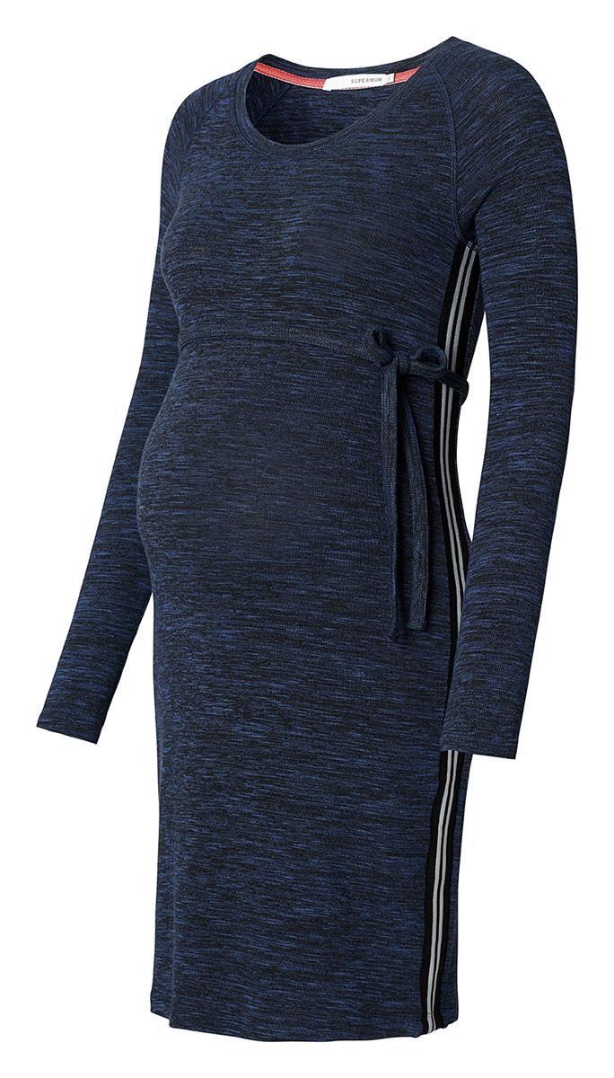 De zwangerschapsjurk Supermom is een fijne basic voorzien van een melange in stof. De zachte stof zorgt voor een comfortabele fit en biedt voldoende ruimte voor de groei van je kindje. De raglanmouwinzet en streep aan beide zijden geven de jurk een sportieve look.