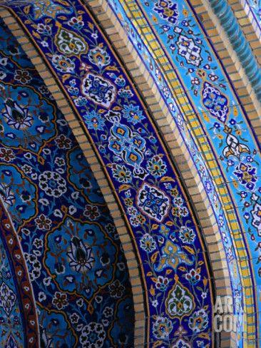 Détail d'une mosaïque. / Mosaic detail. / Mosquée iranienne. / Iranian mosque. / Dubai. / United Arab Emirates. / Emirats Arabes Réunis. / By Phil Weymouth.